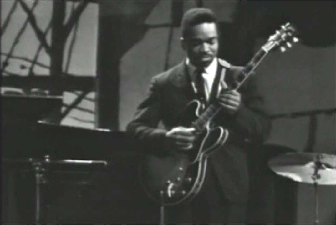 Matt 'Guitar' Murphy sul palco del Fairfield Hall, Croydon 1963.