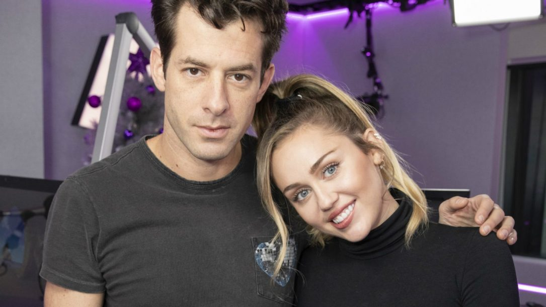 Nothing Breaks Like a Heart, Miley Cyrus e Mark Ronson lanciano la versione acustica
