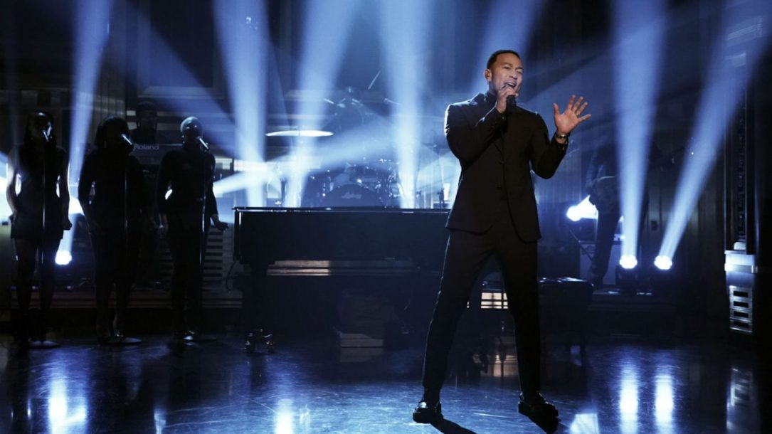 John Legend e i The Roots: la loro esibizione di Preach al Tonight Show