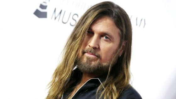 Old Town Road: Billy Ray Cyrus canta con Miley Cyrus e Mason Ramsey