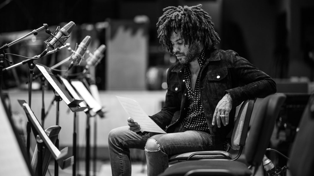 "Lenny Kravitz celebra l'uguaglianza nel video di ""Here to Love (#fightracism)"""