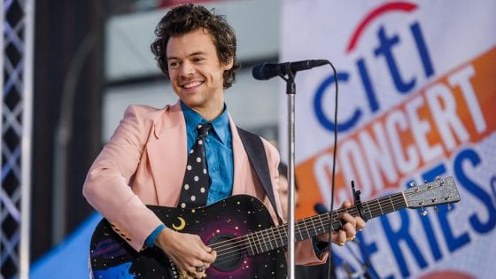 Harry Styles ha rimandato il tour europeo: le nuove date