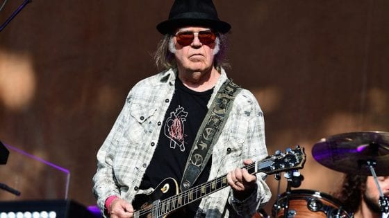Neil Young lancia una serie di live in streaming per i fan